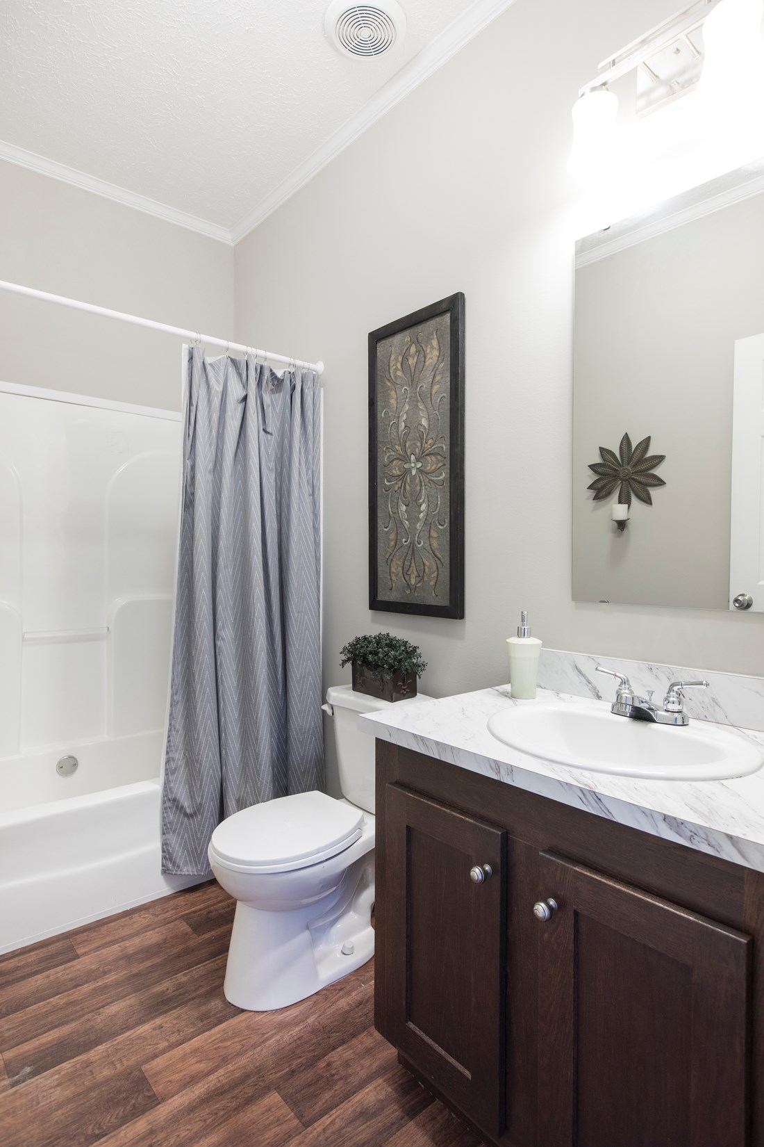 The 5582 SWEET CAROLINE Guest Bathroom. This Manufactured Mobile Home features 4 bedrooms and 2 baths.